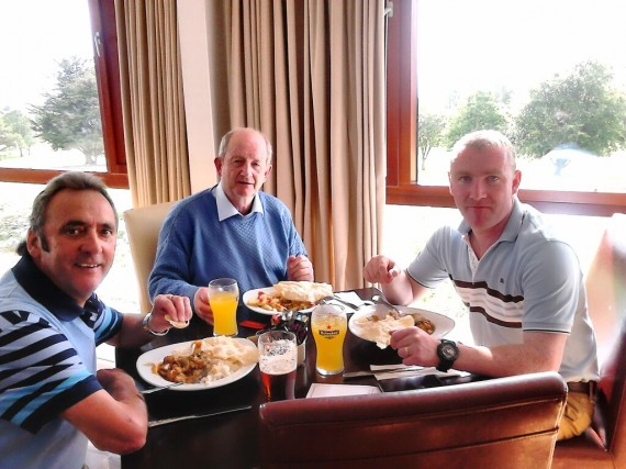 Eamon Cregan and Friends enjoy a lovely meal in Ballyclough after a round of golf in the UL GAA golf classic